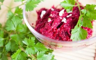 Свекла с чесноком: польза и вред любимого застольного салата