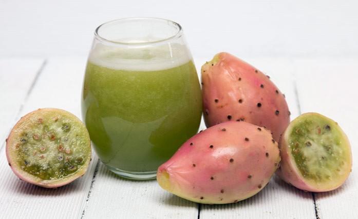 плоды кактуса с напитком
