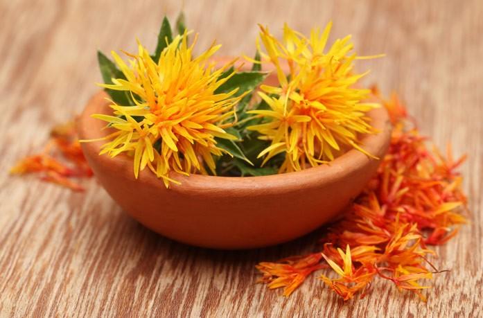 Сафлоровое масло: полезные свойства и вред