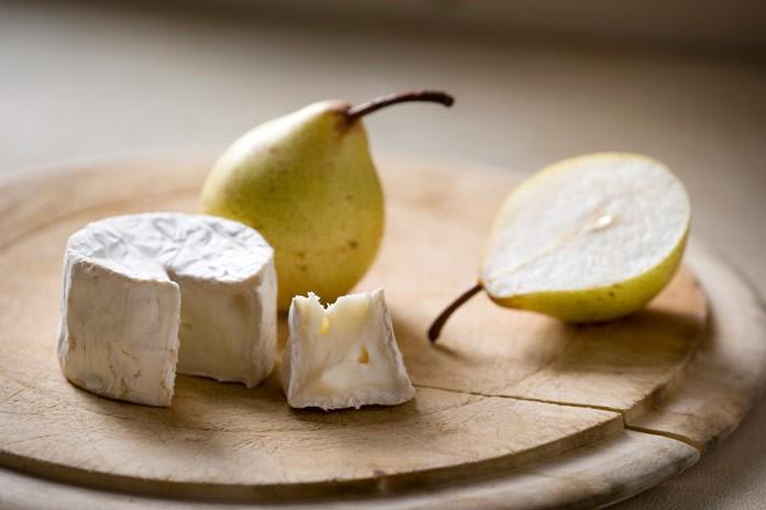 козий сыр и груша