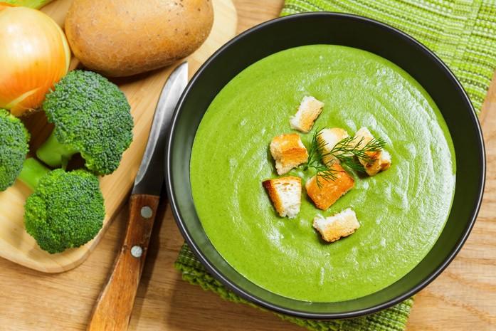 Из брокколи получаются отменные крем-супы. И красиво, и вкусно!