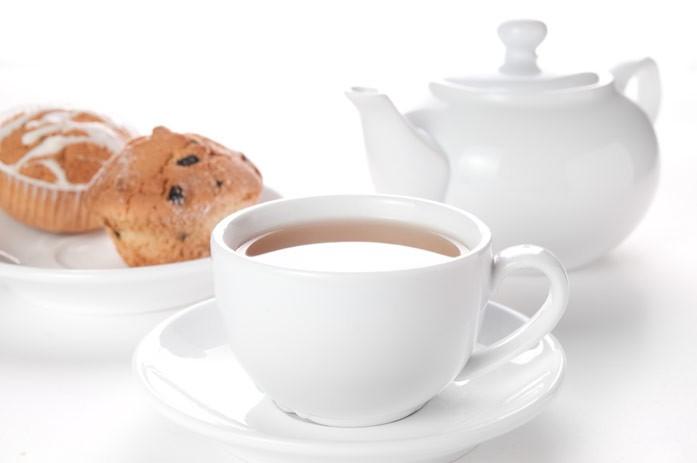 белый чай и кексы