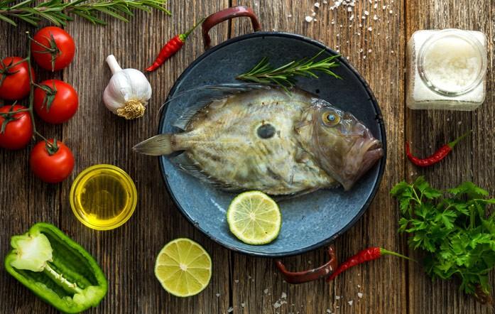 рыба дори на сковородке